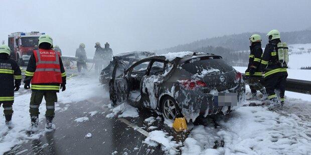 Horror: 18-jährige Frau verbrennt in eigenem Auto