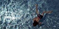 Unfall: Kind trieb regungslos im Wasser
