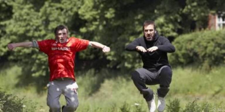 Fußballprofi hilft Briefträger