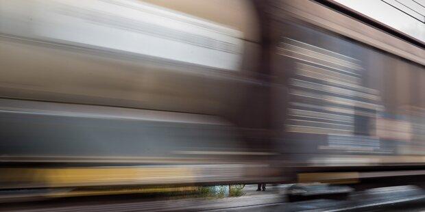 Zwei Flüchtlinge auf Güterzug entdeckt