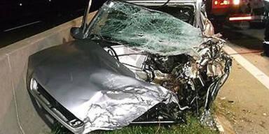Geisterfahrerin baut Crash auf A2 - tot
