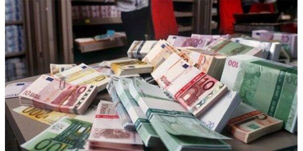 Bank-Manager mit fettem Gehalt