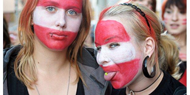 Rot-Weiß-Rot mit Haut und Haaren
