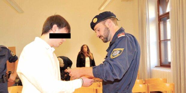 3 Überfälle: Angeklagter leugnet die Tat
