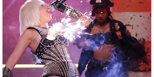 Lady Gaga's Busen stand in Flammen!