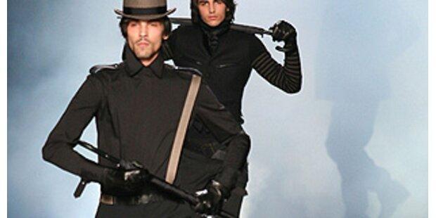 Androgyne Männer mit Waffen am Catwalk?