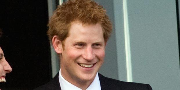 Prinz Harry liebt jetzt eine Kellnerin