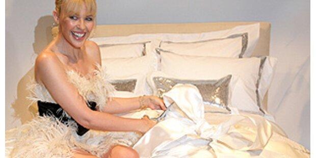 Alle dürfen mit Kylie ins Bett...