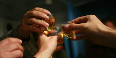 Schnaps Shot Stamperl trinken