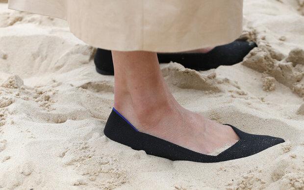 Herzogin Meghan trägt Plastiklatschen
