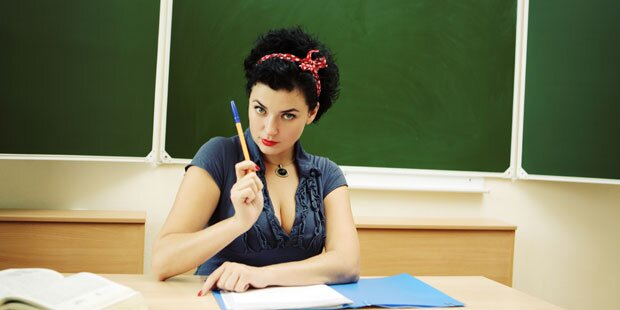 Lehrerin verführt Schüler zu Hustenzuckerl-Blowjob