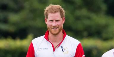 Aufregung: ''Öko-Prinz'' Harry fliegt mit Privatjet von Polospiel heim