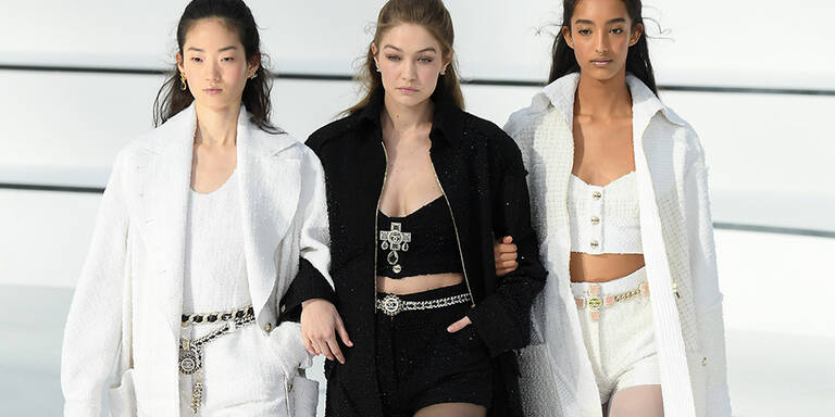 Hotpants und Powersuits bei Chanel