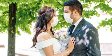 HOchzeit Trauung Brautpaar Maske
