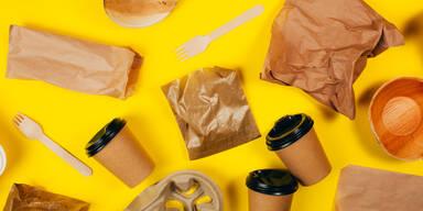 Kaffeebecher und andere Verpackungen