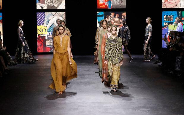 Dior: Opulente Runway-Show trotz steigender Corona-Fallzahlen
