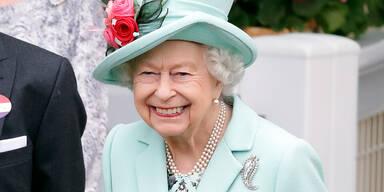 Queen Elisabeth II. beim Pferderennen in Ascot