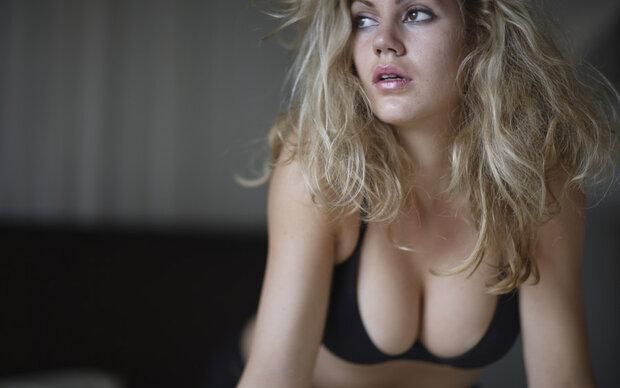 Tausende Französinnen posteten Dekollete-Fotos