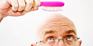 Haarausfall: Symptome, Ursachen und Behandlung