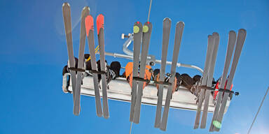 Kind stürzt aus Lift: Skifahrer untätig
