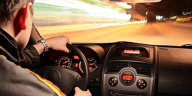 Luxusautos Rasen zu schnell fahren Verkehrssünder Tempolimit Raser