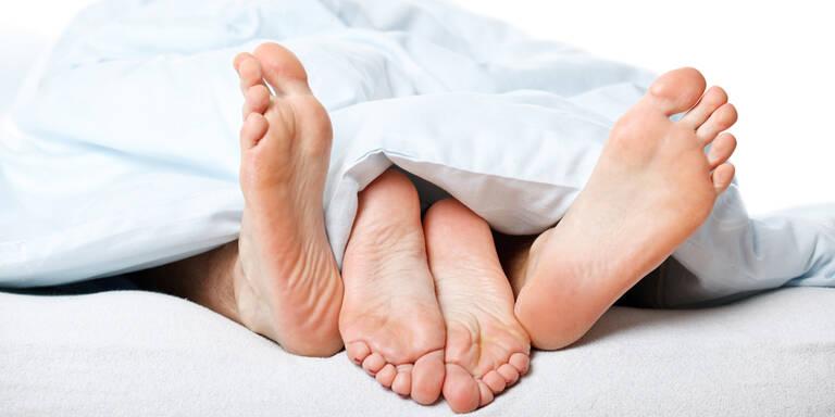 Mann dachte, er nahm Vibrator mit ins Bett – dabei war es DAS