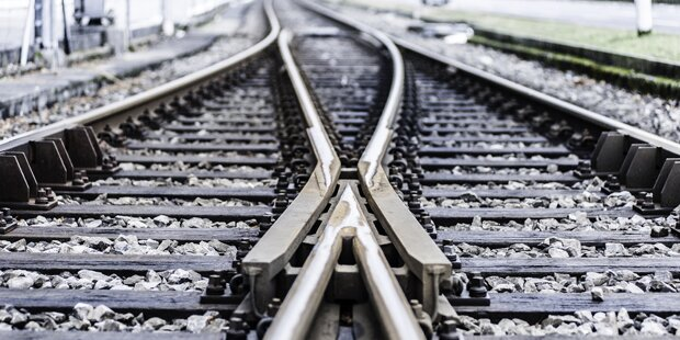 Anschlag mit Steinen auf Bahngleisen geklärt