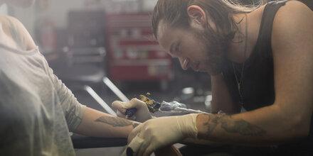 Wie gefährlich sind Tattoos?