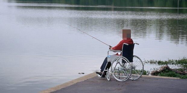 Beim Fischen mit Rollstuhl in Fluss gestürzt