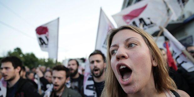 Heftige Krawalle vor Parlament in Athen