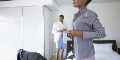 Warum knöpfen Männer ihre Hemden anders als Frauen?