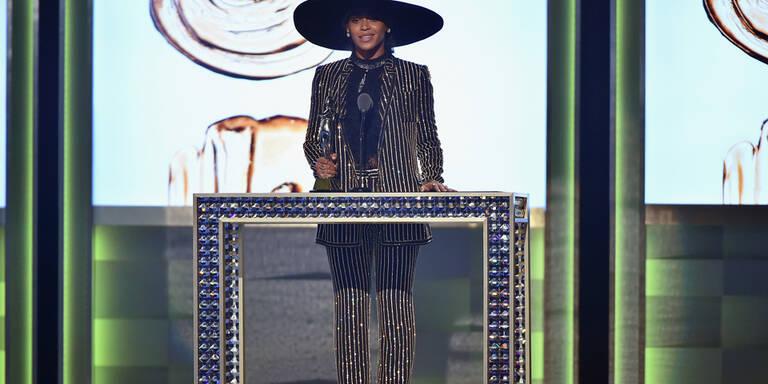 Beyoncé versteigert Hut
