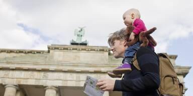 Vater mit Kind in Berlin