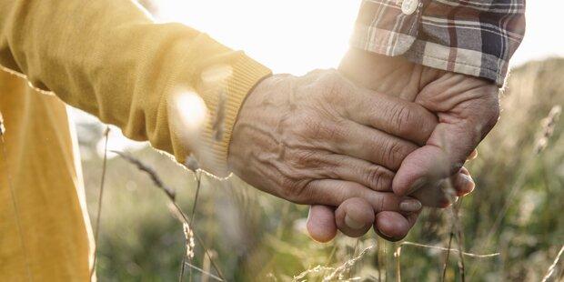 100-Jähriger sucht eine neue Freundin
