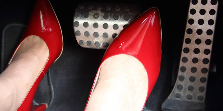 No-Go-Schuhwerk hinter dem Steuer