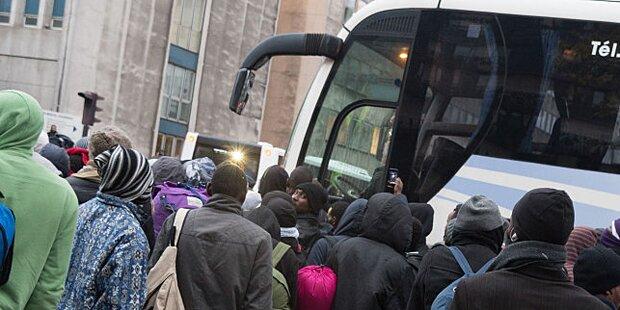 Frankreich bringt Flüchtlinge in Bussen nach Spanien zurück