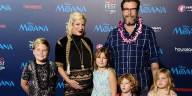Tori Spelling mit ihrer Familie