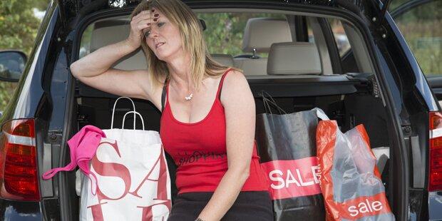 Nach exzessivem Shopping: Britin ruft Rettung