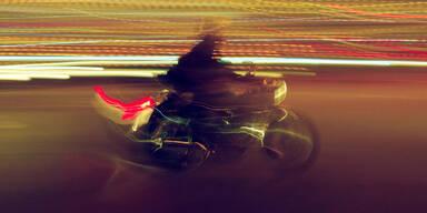 Biker Motorradfahrer nacht