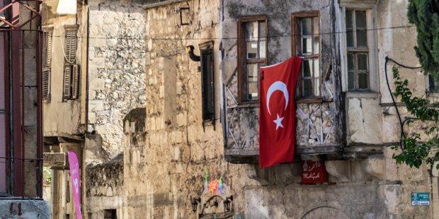 Wiener Neustadt will Aus für türkische Fahnen