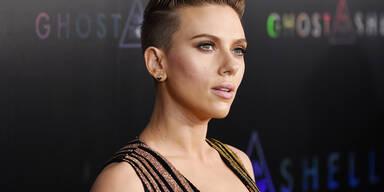 Scarlett Johansson glitzert in Balmain-Kleid