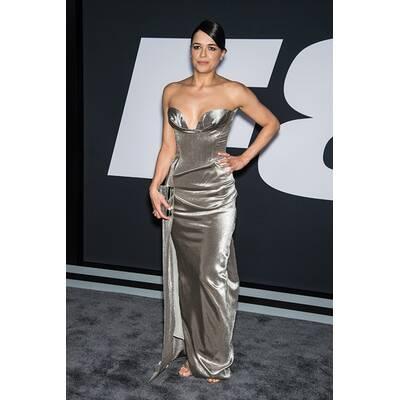 Michelle Rodriguez bezaubert in Silber