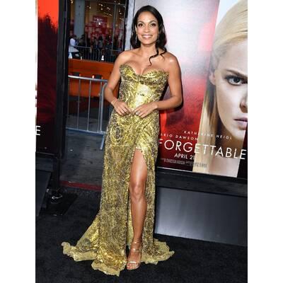 Rosario Dawson glänzt in Gold