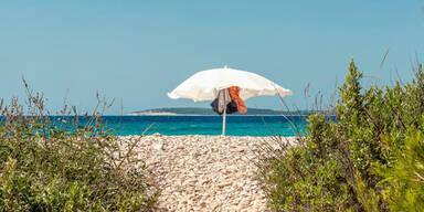 Strand Kroatien Sonnenschirm