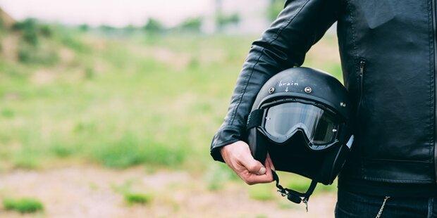 Pkw-Lenkerin überfährt Biker: Mann schwer verletzt