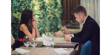 Österreich-Umfrage : Dating Tops & Flops: Dieses Verhalten kommt gar nicht gut an!