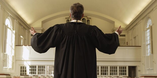 Pfarrer während des Gottesdiensts bestohlen