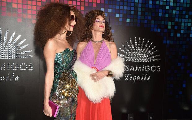 Amal und Cindy im Disco-Fieber