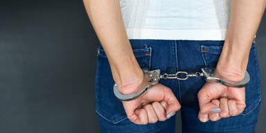 Verhaftung Handschellen Frau Festnahme