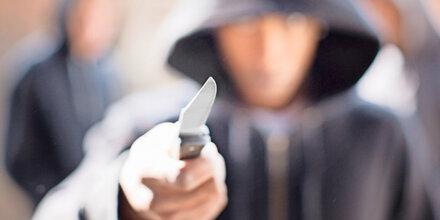 19-Jähriger hatte plötzlich Messer im Rücken